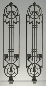 Coppia di ornati per parapetti da balcone e scala